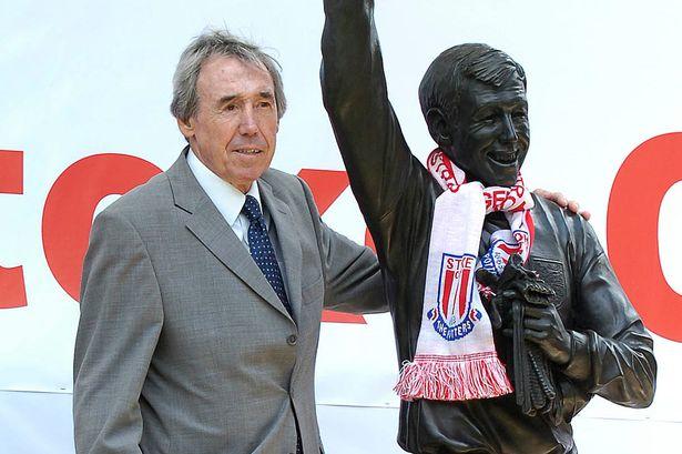 ££-Gordon-Banks-Statue-Stoke-FC.jpg